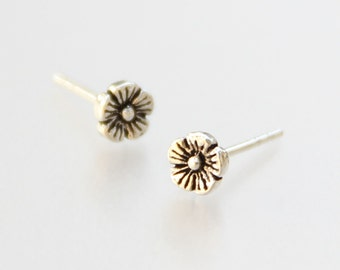 Sterling silver flower daisy stud earrings Bridesmaid gifts Free US Shipping handmade Anni designs