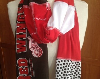 UPCYCLED t-shirt scarf ... Detroit Red Wings ... NHL ... hockey
