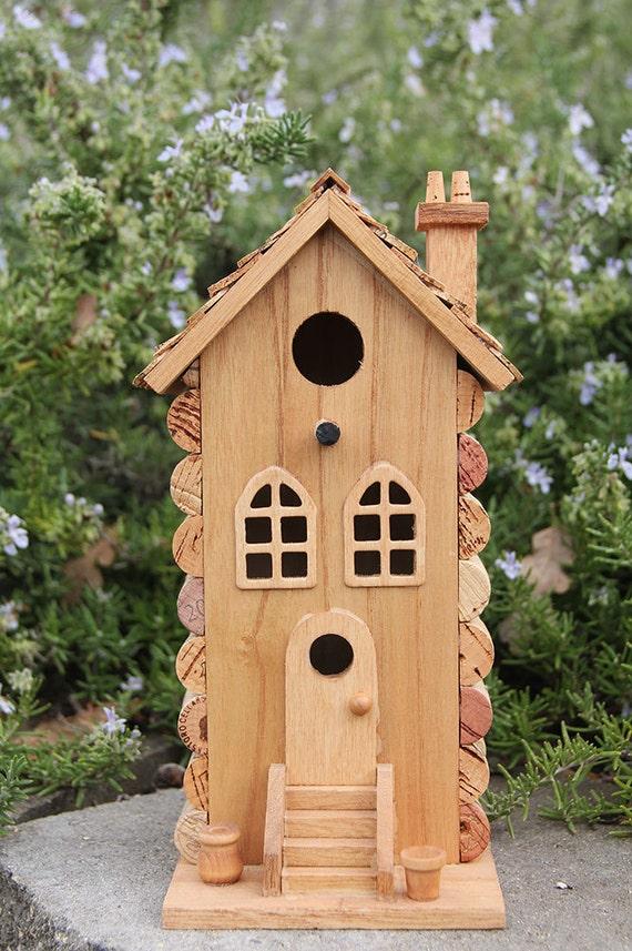 Single bouchons townhouse de cabane d 39 oiseaux de bois et - Cabane a oiseau en bois ...