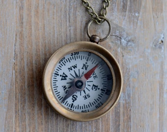 Mini Compass Necklace Pendant WORKING Compass Glass Face Antique Brass Casing Vintage Style Compass Charm Pendant (BA005)