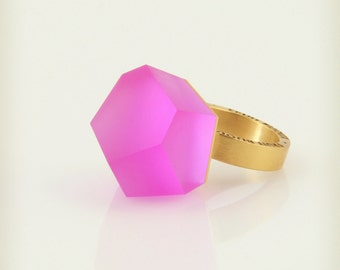 Vu – fluorescent pink, gold ring -=PYO=-