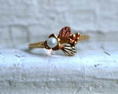 Vintage Leaf and Pearl 10K Yellow Gold Wedding Band Ring.