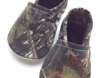 Mossy Oak Camo Cloth Baby Booties