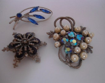 Vintage Blue and White Brooches/Pins Rhinestones and Pearls