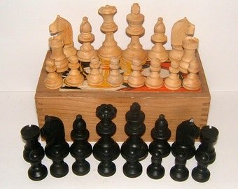 1960s Set of K&C London Staunton Chess Men Vintage Chess Pieces Vintage Game Vintage Toy Vintage Chess Pieces Vintage Chessmen