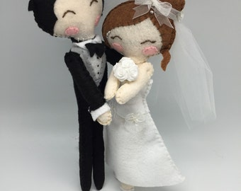 Personalized Just Married handmade Dolls, fiber art married couple, cake topper just married, felt wedding couple figurines.