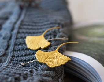 Gold leaf ginkgo hair bobby pins - gold leaf hair clips - leaf hair accessories - gold bridal hair pin - woodland wedding - ginkgo leaf