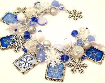 Snowflakes Charm Bracelet Jewelry, Winter Wonderland in Blue and White Charm Bracelet, Christmas Charm Bracelet Jewelry