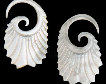 6G Pair Mother of Pearl Double Feathered Gauged Earring Plugs Organic Body Piercing Jewelry 6 gauge