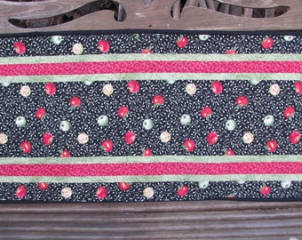 Quilted Table Runner - Table Topper - Fresh Apples
