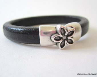 Chunky Leather Bracelet Thick Leather Bangle Flower Clasp Bracelet Women's Regaliz Leather Bangle Licorice Leather Black Brown Pistachio