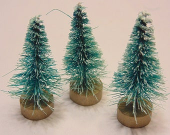 3 mini trees with snow, 1 1/2 inch (A15)