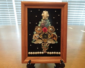 Jewelry Art, Christmas Tree Art, Christmas Tree Piicture Made From Vintage Jewelry, 8 x 6 inches.  For a Table