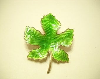 Bright Green Enamel Leaf Brooch (368)