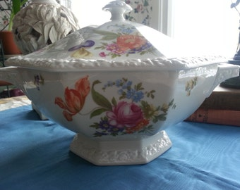 Rosenthal Maria Tureen and Lid, Flowers, Classic Stamp, 96 ounce, Dresden Flower china, Porcelain