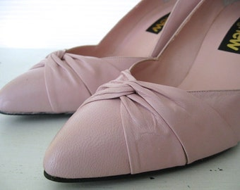 vintage. PUMPS. shoes. LEATHER. light pink. NOS. 1980s. Size 7.
