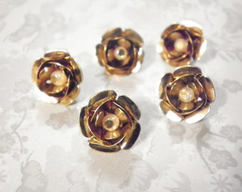 10 Brasscoated 15mm Roses with Pearl
