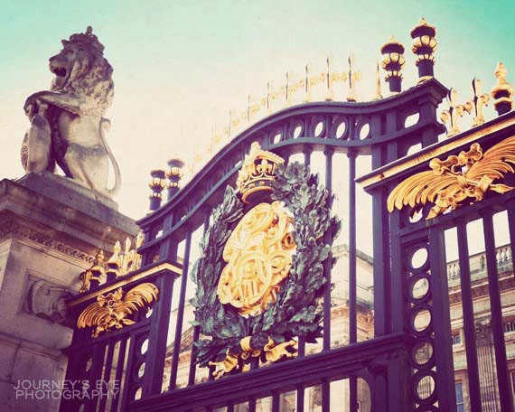 Buckingham Palace photo, London art, retro photography, London photograph - Royal Abode