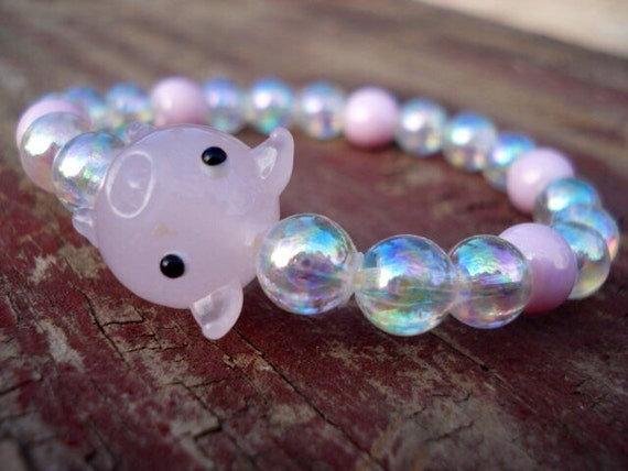 Pig Bracelet, Glass Pig Beaded Bracelet, Animal Bracelet, Pig Jewelry, Funny Jewelry, Whimsical Jewelry, Pigs, Pig Collectible, Girl Jewelry