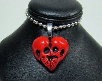 Red Skull Heart / Skullheart / Till death do us part / skull jewelry / Sculpted Pendant / Polymer clay / gothic jewelry / horror
