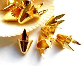25 Gold Cone Studs