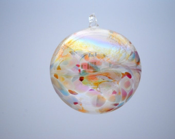 e00-62 Medium Iridescent Ornament Translucent