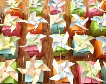 Paper Pinwheel Wedding Guest Favors Pinwheel Toppers Guest Gift Favors Pinwheels De Wedding Guest Gift Boxes