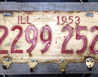 """Vintage Illinois 1953 License Plate Key Holder Folk Art White """"Land of Lincoln"""""""