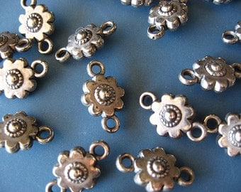 20pcs Antique Silver Metalized Flower Connecter Bead