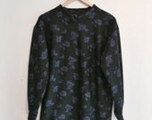 Long sleeves knitted sweater, purple roses on black