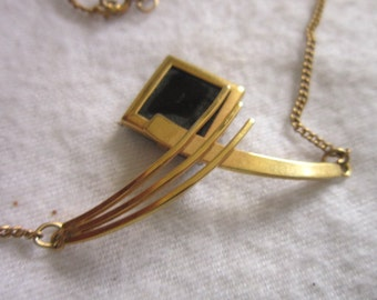 Vintage Sarah Coventry Pendant & Chain Necklace Styish