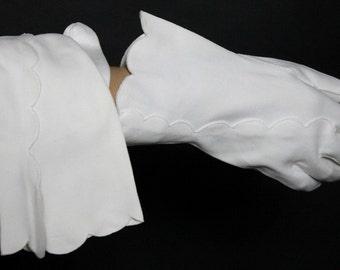 Vintage White Cotton Gloves M/L Womens Cotton Gloves White Pinup Bombshell Hollywood  Art Deco Wedding