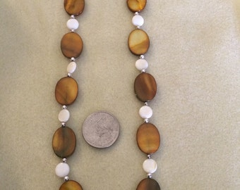 Dyed mother of pearl shell necklace