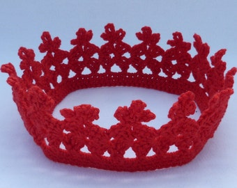 Baby crochet red  crown / photo prop to fit age 1 to 2 years