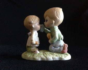 """Vintage Warner Press Figurine of  """"Love is Tender"""" (LDT2)"""