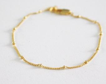 Beaded bracelet// satellite bracelet// Layering bracelet// Gold