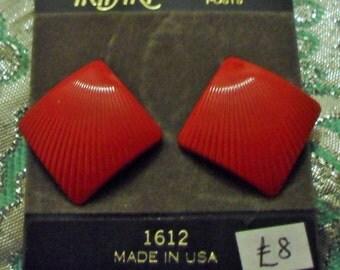 Vintage 1980s Trifari 1612 pierced earrings red enamel fan pleat  *UNWORN* nos