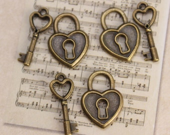 5 Set Antique Brass Vintage Style Heart Small Lock & Key Charms