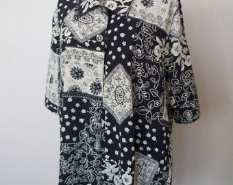 Vintage Black and White Floral Oversized Blouse with Metal Buttons L