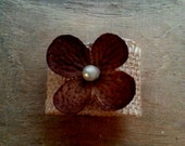 Set of 8 Dark Brown Flower Napkin Ring with pearl