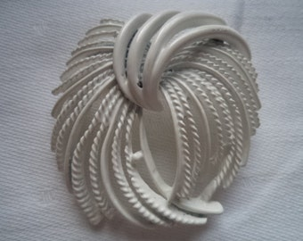 Vintage Unsigned White Abstract  Brooch/Pin