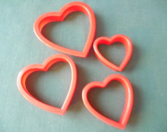 Set of 4  Red  Heart Shaped Cookie Cutters, New 3 78  inch to 2 inch Cookies