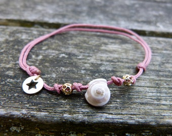 Summer adjustable bracelet with seashells and gold platted beads, little gold platted star, powder pink cord