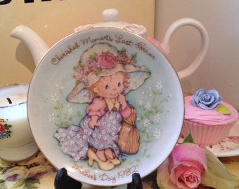 Vintage Avon Mothers Day Pin Dish for 1982. Little girl dressing up Design.