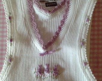 Baby singlet with hand embroidered mauve bunnies