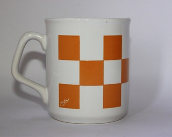 Retro Tams Ware mug, yellow white checkerboard, geometric pattern