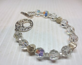 Beautiful Eye Catching Clear Crystal Bracelet With 3 Silver Tone Beads