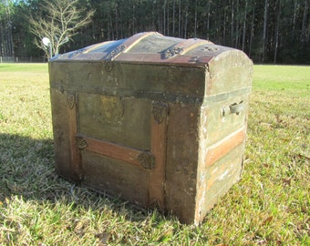 Antique Steamer Trunk,Round Top Trunk,chest,storage box,wood trunk, pirate trunk,treasure chest,camel back trunk,trunk