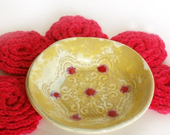 Ceramic stand bowl and five pink flower Face Scrubbies - Facial Wash Cloth, Baby Wash Cloth, Flower Scrubbies, Make Remover Pads