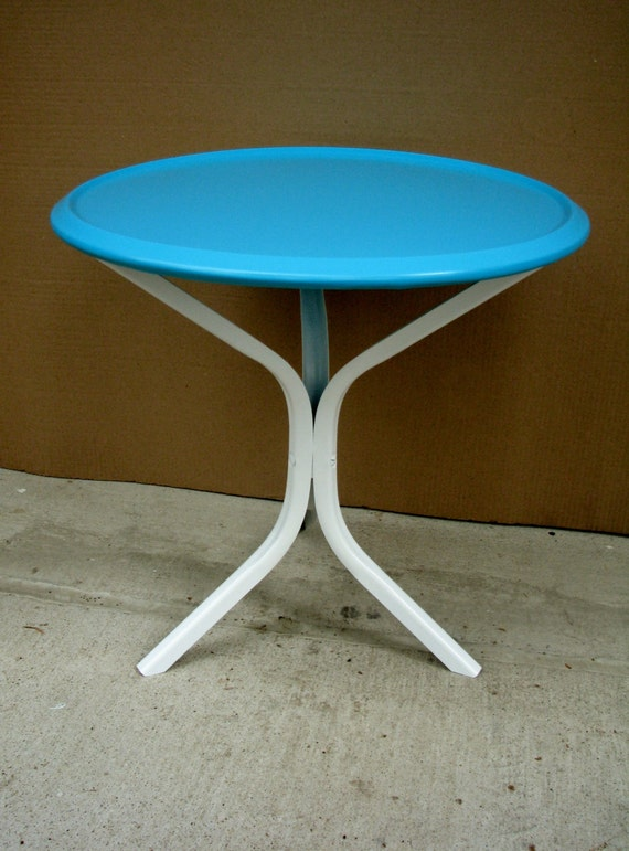 Vintage Mid Century Modern Turquoise Metal Patio Table Round